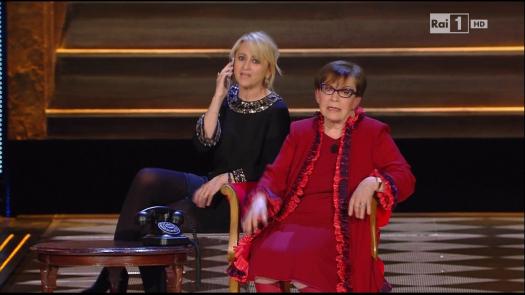 Luciana Littizzetto e la povera Franca Valeri stremata sulla poltrona