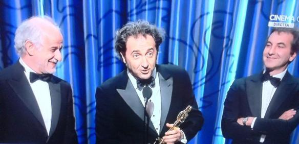 Paolo Sorrentino e Toni Servillo ritirano l'Oscar per il miglior film straniero
