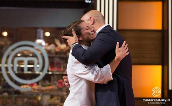 Enrica abbraccia Bastianich