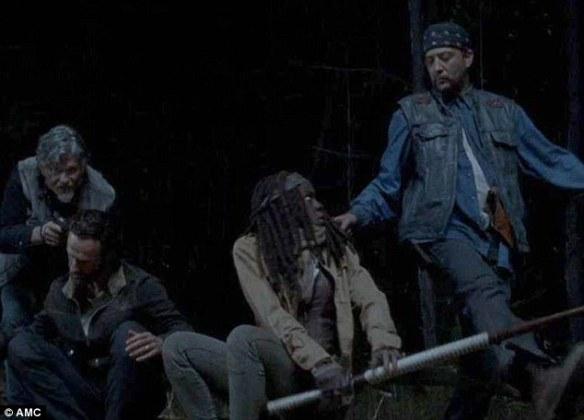 Rick e Michonne sorpresi dal gruppo di Joe