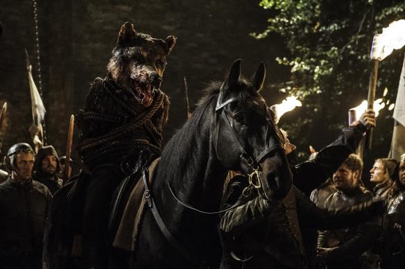 Il cadavere di Robb Stark con la testa del suo metalupo cucita sul collo