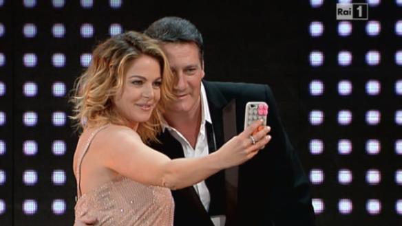 Il selfie di Claudia Gerini e