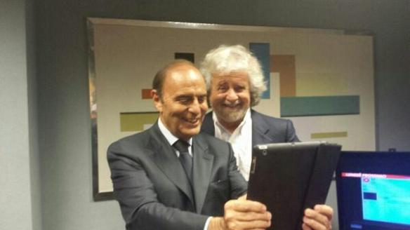 Vespa vuole il selfie con Grillo