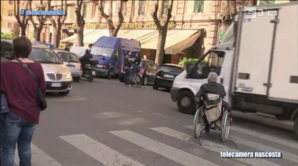 Nemico Pubblico: il nonno abbandonato per strada
