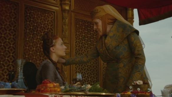 Olenna prende il veleno dalla collana di Sansa