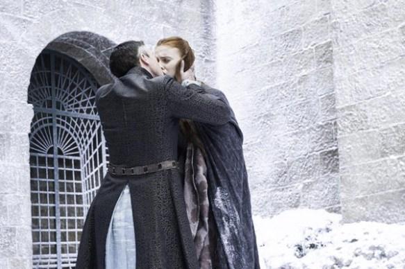 Petyr Baelish bacia Sansa