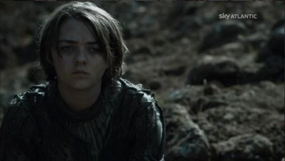 Arya Stark guarda il Mastno