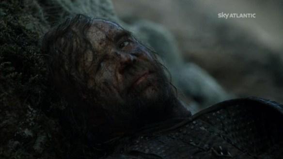 Il Mastino implora Arya di ucciderlo