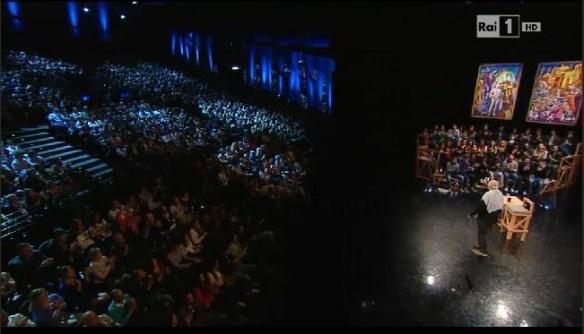 Il pubblico in estasi per il Premio Nobel