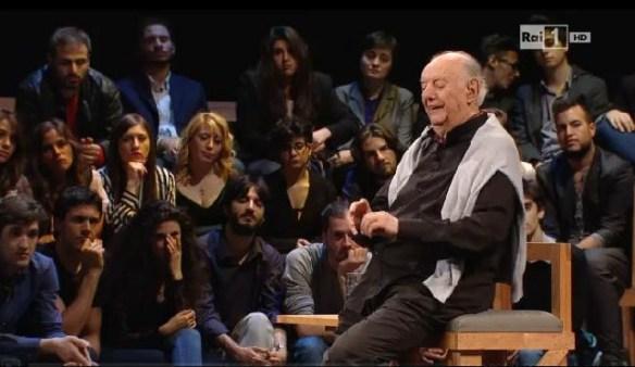 A 88 anni Fo, ogni tanto, si siede mentre recita