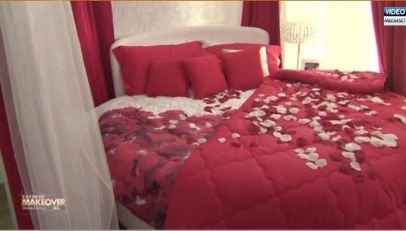 La sobria camera da letto dei signori Maini