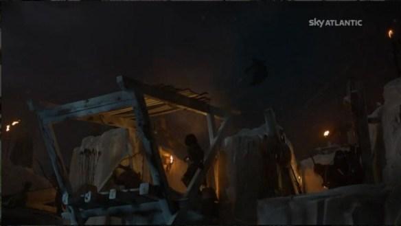 Il Corvo trafitto vola per tutto il castello