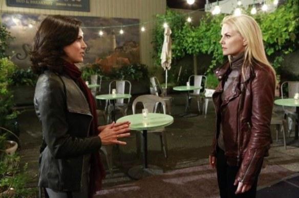 Regina ringrazia Emma pr averle rovinatolavita