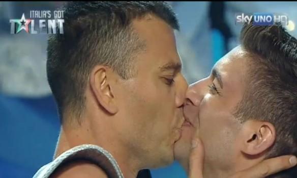 Il bacio gay a Italia's Got Tanltn
