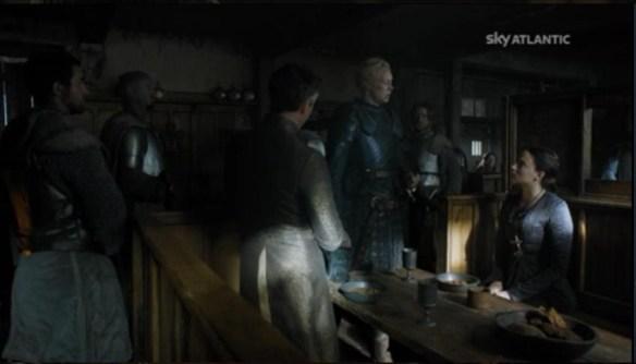 Brianne con Lord Baelish e Sansa