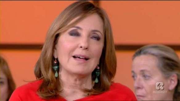 Barbara Palombelli conduce Forum al ritorno da un rave